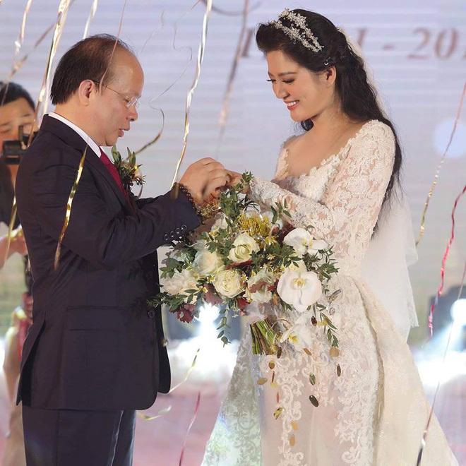 Cuộc tình của Đinh Hiền Anh và Thứ trưởng vừa bị kỷ luật cảnh cáo-1