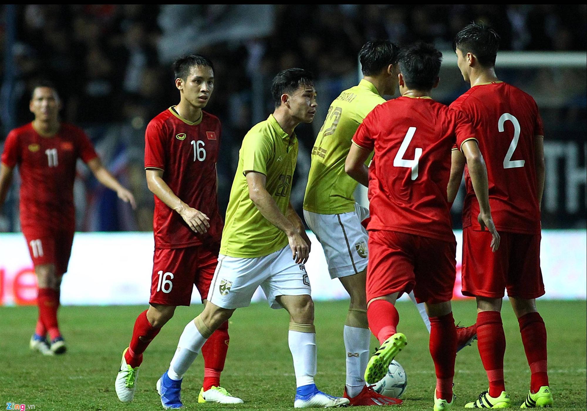Vì sao Đoàn Văn Hậu bị cầu thủ Thái Lan vả thẳng vào mặt-2