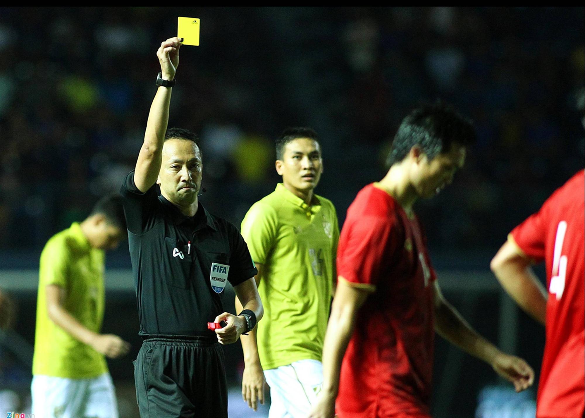 Vì sao Đoàn Văn Hậu bị cầu thủ Thái Lan vả thẳng vào mặt-6