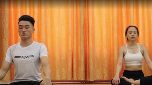 Bài tập yoga luyện mắt đơn giản dành riêng cho dân văn phòng