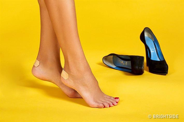 6 mẹo cực hay giúp giảm đau đớn khi đi giày cao gót, mẹo số 4 rất hiệu quả-1