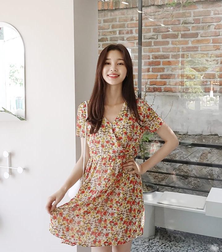 Váy hoa - item phủ sóng dày đặc mỗi mùa hè và 3 kiểu xinh đến nỗi bạn muốn rinh về hết cho tủ đồ-4