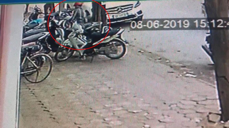 Hà Nội: Hai tên trộm bẻ khóa, cuỗm xe SH chưa đến 2 giây