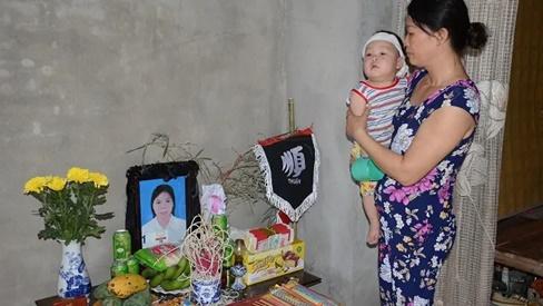 Lao vào cứu chồng, người vợ bị điện giật tử vong bỏ lại đứa con trai 9 tháng tuổi bơ vơ