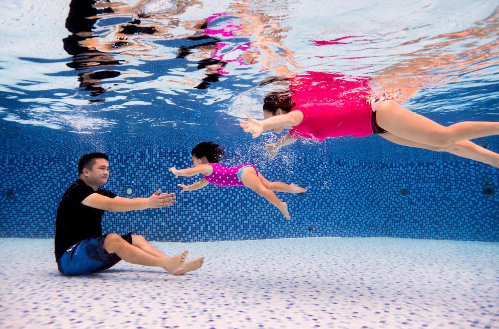 Cho trẻ học bơi từ sớm: không chỉ giúp thân thể khoẻ mạnh mà còn là kỹ năng sống còn quan trọng-5
