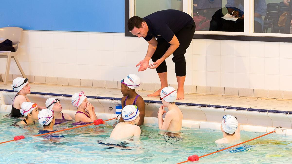 Cho trẻ học bơi từ sớm: không chỉ giúp thân thể khoẻ mạnh mà còn là kỹ năng sống còn quan trọng-4