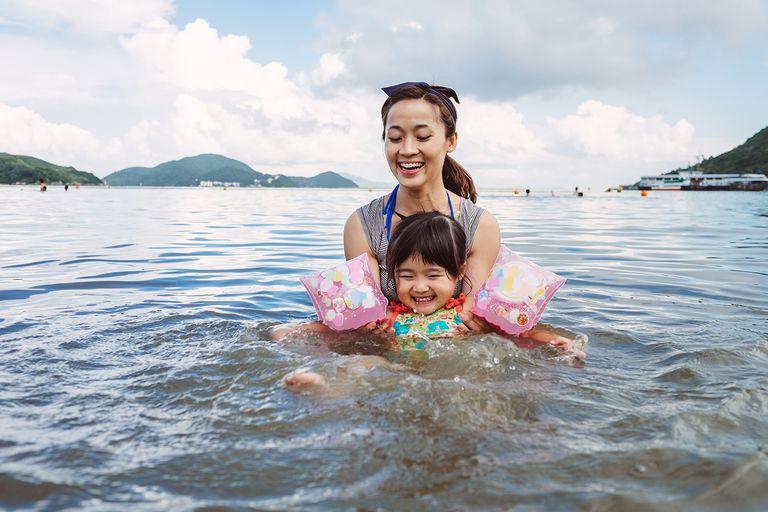 Cho trẻ học bơi từ sớm: không chỉ giúp thân thể khoẻ mạnh mà còn là kỹ năng sống còn quan trọng-1
