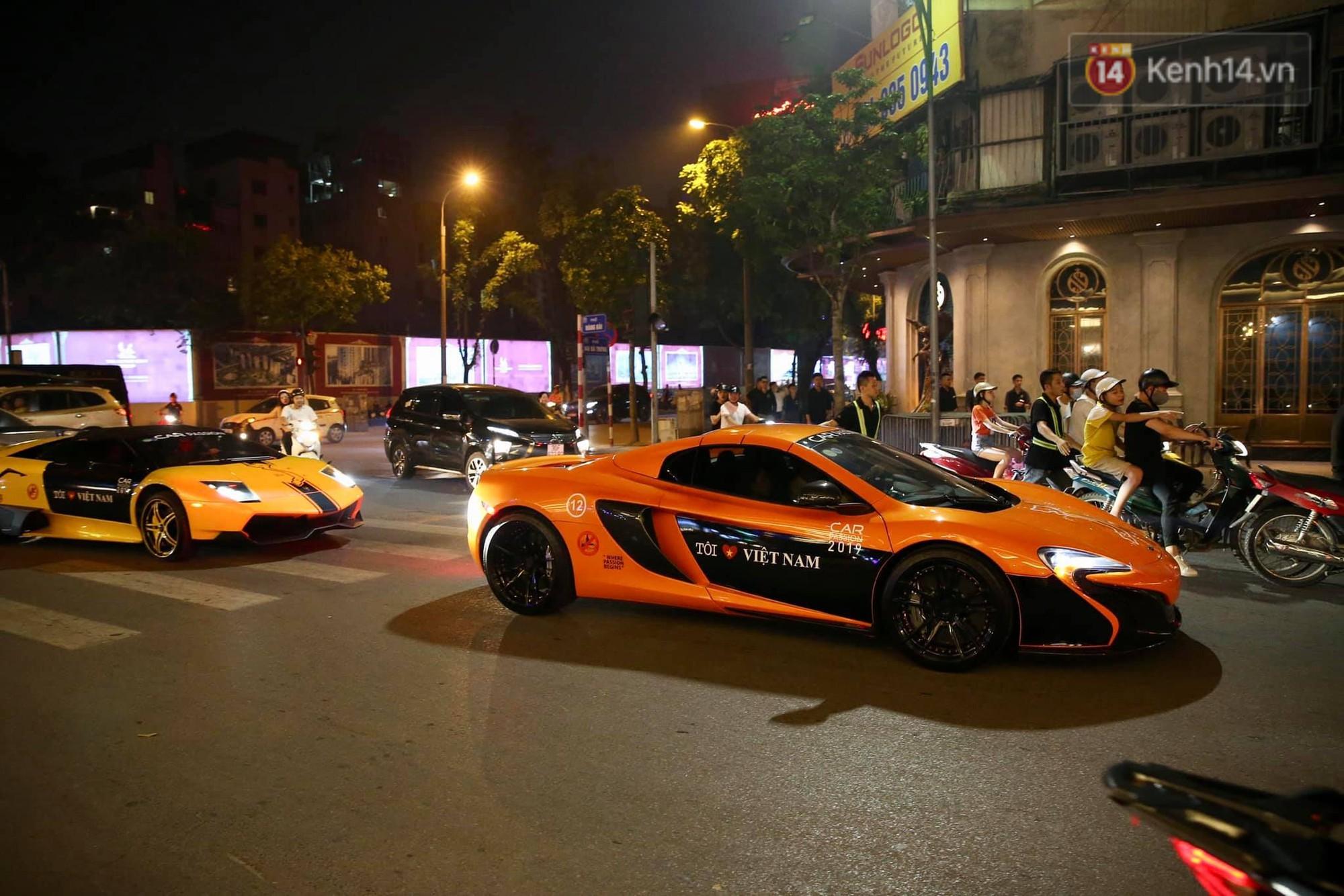 Dàn siêu xe hơn 300 tỷ rầm rộ tụ họp trên đường phố Hà Nội, Cường Đô La và vợ cũng xuất hiện với chiếc Audi R8V10-12
