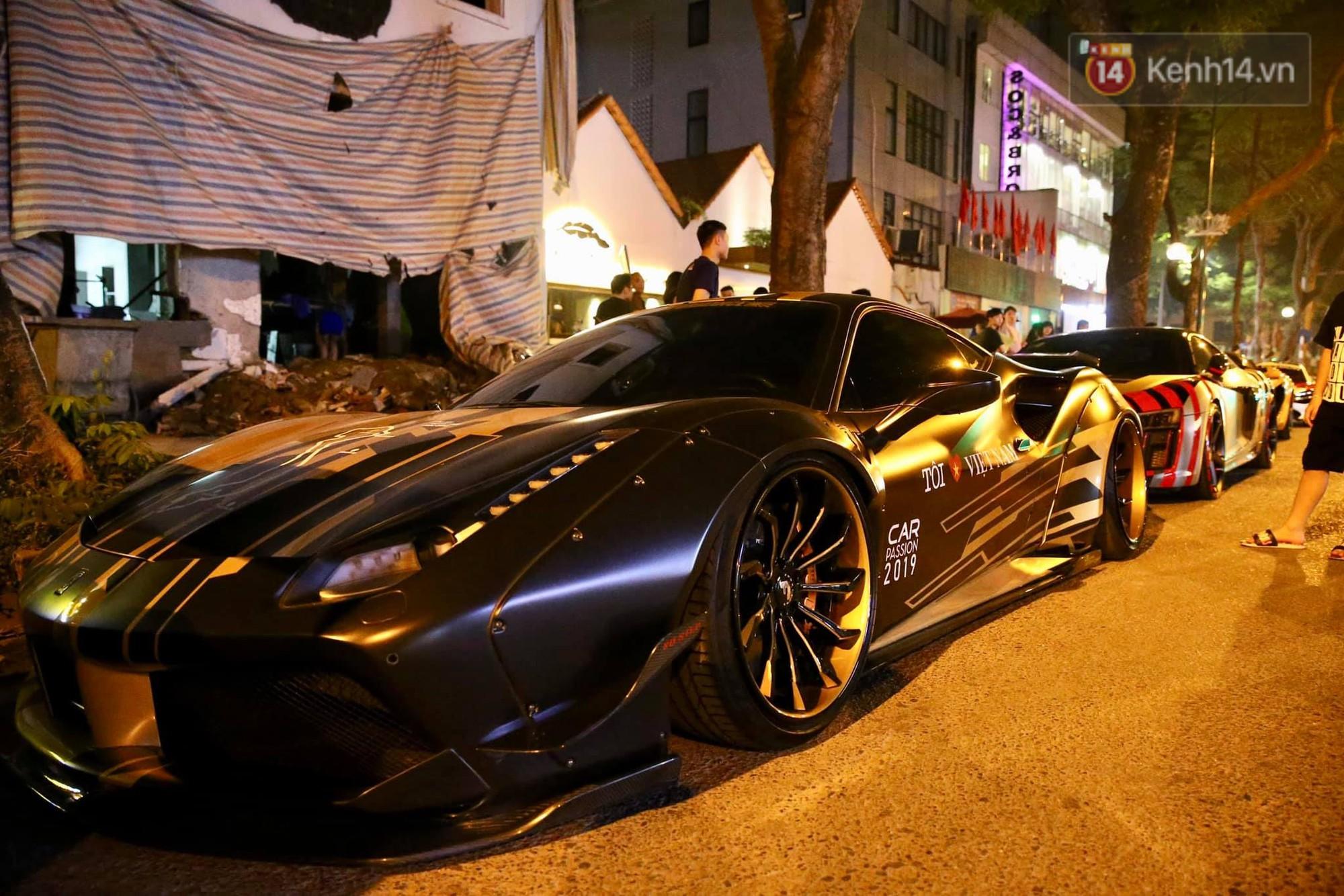 Dàn siêu xe hơn 300 tỷ rầm rộ tụ họp trên đường phố Hà Nội, Cường Đô La và vợ cũng xuất hiện với chiếc Audi R8V10-10