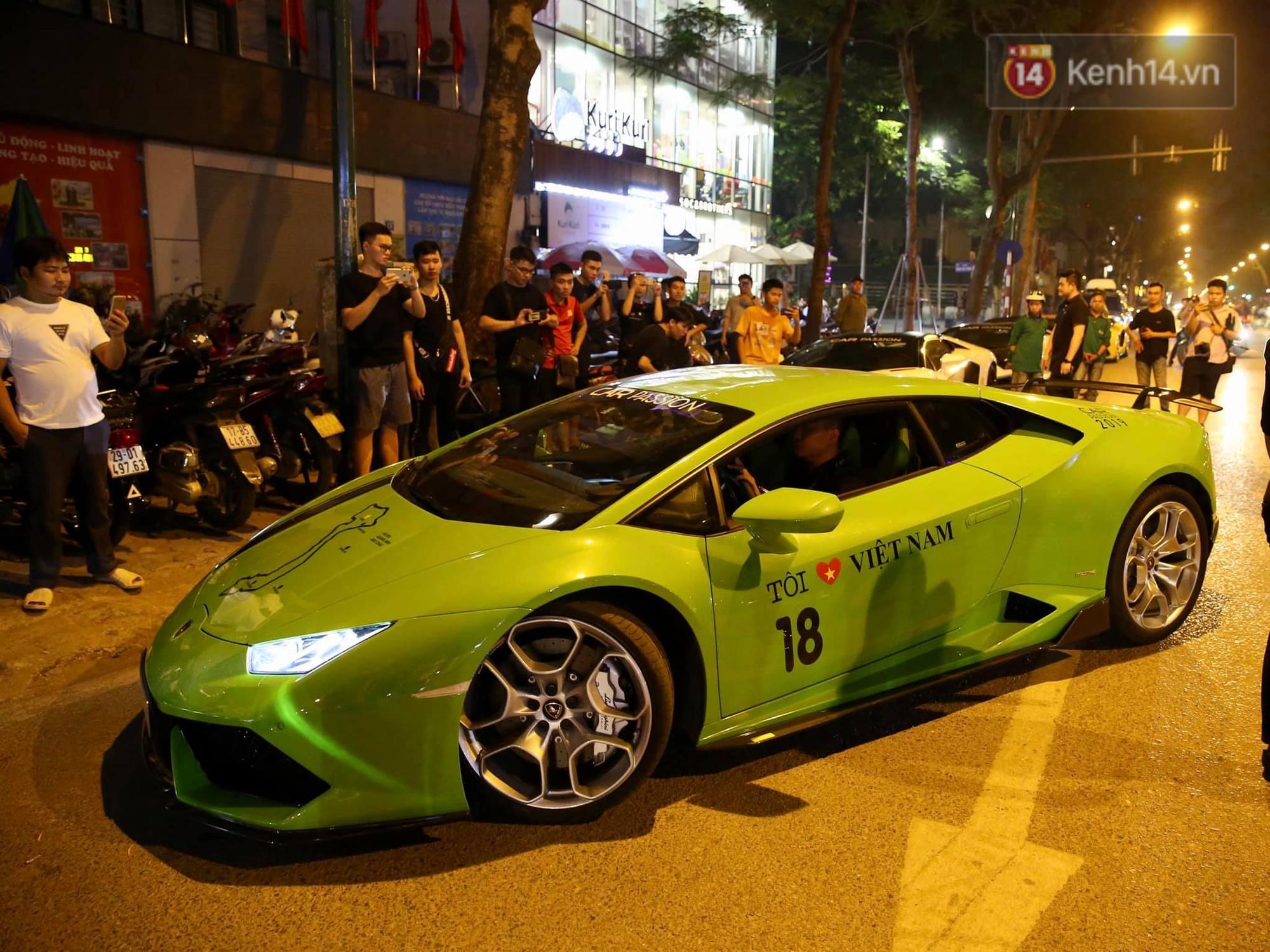 Dàn siêu xe hơn 300 tỷ rầm rộ tụ họp trên đường phố Hà Nội, Cường Đô La và vợ cũng xuất hiện với chiếc Audi R8V10-4
