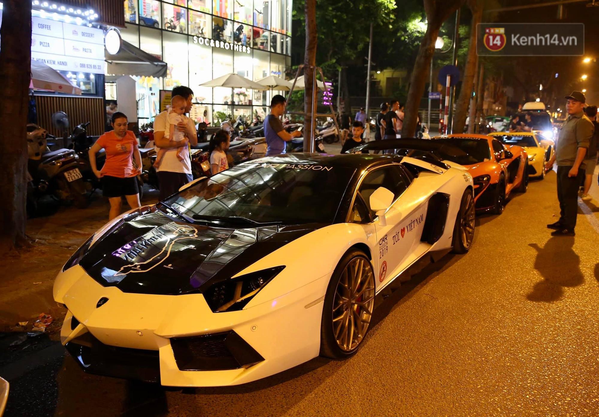 Dàn siêu xe hơn 300 tỷ rầm rộ tụ họp trên đường phố Hà Nội, Cường Đô La và vợ cũng xuất hiện với chiếc Audi R8V10-6