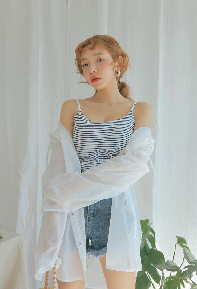Mùa hè này, áo 2 dây có gì hot mà các nàng sành mặc lại mê mẩn đến thế?-16
