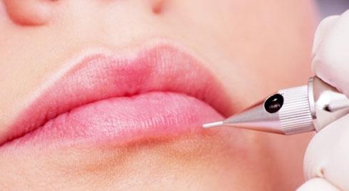 Cách chăm sóc môi sau khi phẫu thuật
