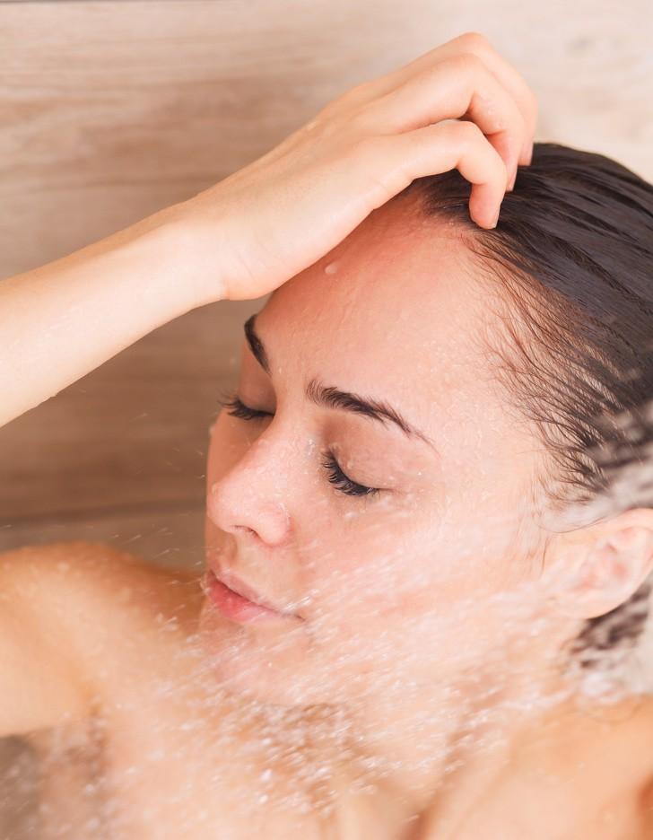 Để tóc nhanh dài và mềm mượt trong mùa hè, bạn hãy duy trì những thói quen này thường xuyên-4