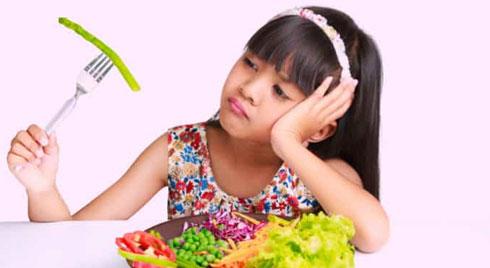 Trẻ biếng ăn: Nguyên nhân do đâu và giải pháp kịp thời