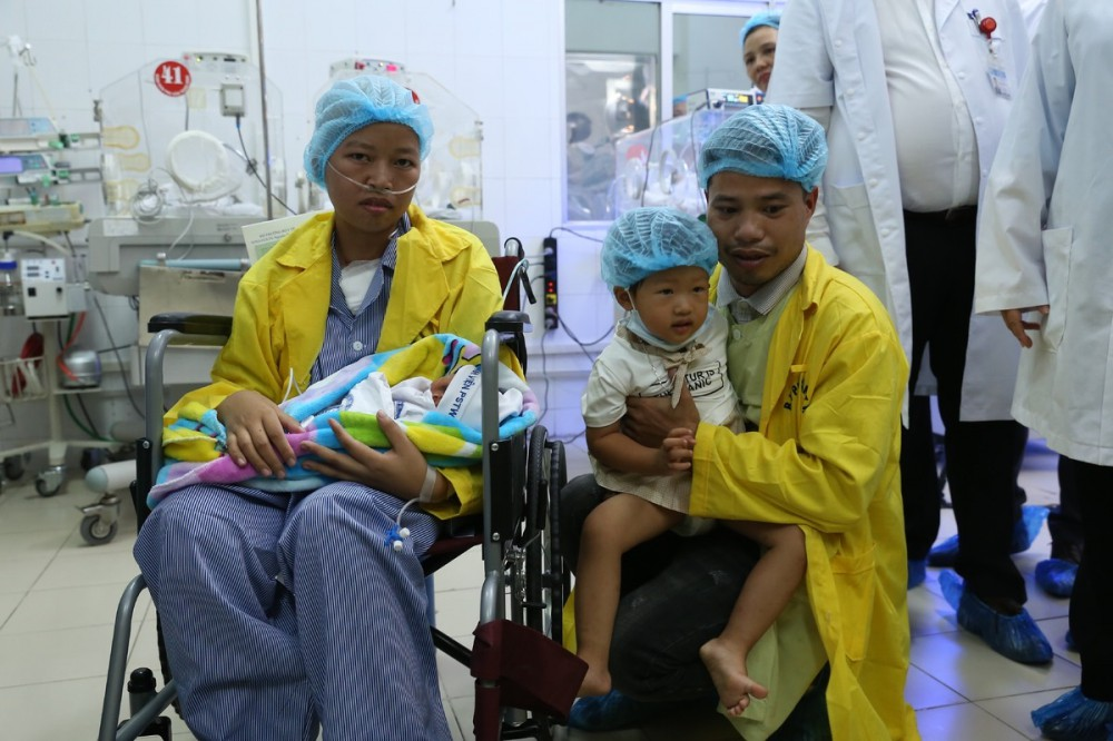 Người mẹ ung thư giai đoạn cuối và giây phút đầy nước mắt khi gặp con trai Bình An-13