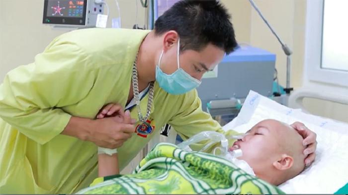 Người mẹ ung thư giai đoạn cuối và giây phút đầy nước mắt khi gặp con trai Bình An-4
