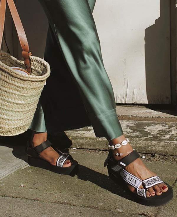 Các kiểu giày trần trụi đang ngày càng chiếm ưu thế được chị em ưa chuộng-3