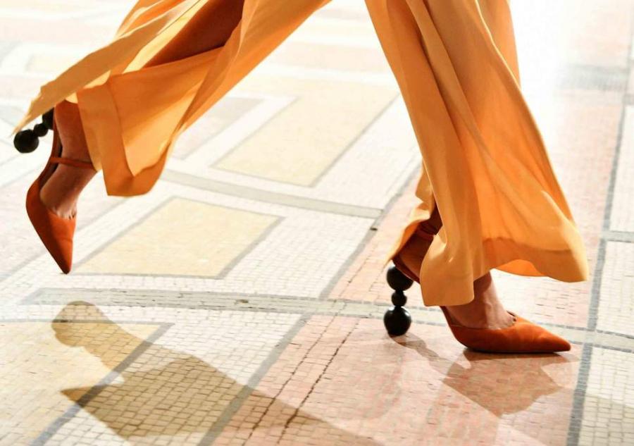 Các kiểu giày trần trụi đang ngày càng chiếm ưu thế được chị em ưa chuộng-5