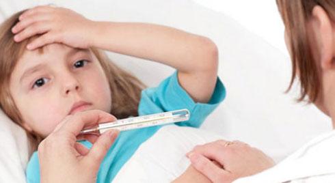 Bố mẹ nên chú ý với 8 dấu hiệu viêm màng não ở trẻ nhỏ