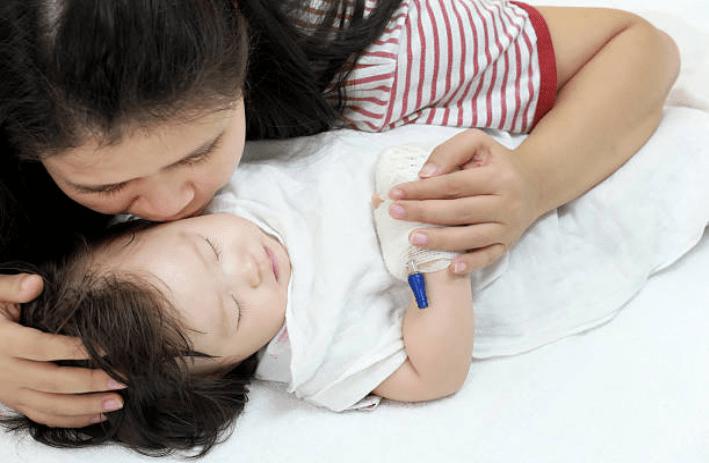 Bố mẹ nên chú ý với 8 dấu hiệu viêm màng não ở trẻ nhỏ-9