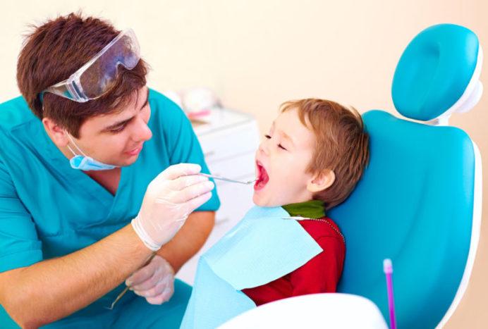 Áp xe quanh răng ở trẻ nhỏ có thể là bệnh lý nguy hiểm mà bạn cần chú ý-1
