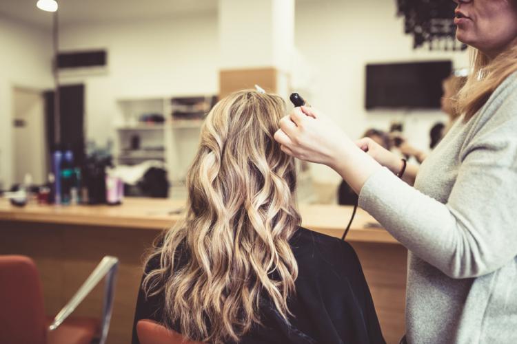 Bà bầu có nên đi làm tóc khi mang thai?-1