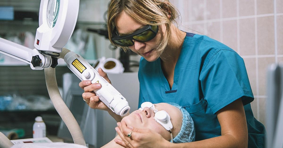 Trị nám bằng laser: Quy trình và những điều chị em không được bỏ qua mới mong trị nám thành công-6