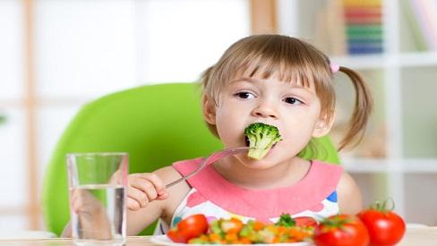 Nguyên tắc ăn uống giúp con luôn khỏe mạnh suốt mùa hè