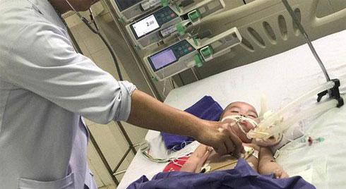 """Bác sĩ cảnh báo: Nhiều trẻ nhập viện vì ngộ độc chì do cha mẹ tin dùng """"thần dược"""" này để chữa bệnh cho con"""