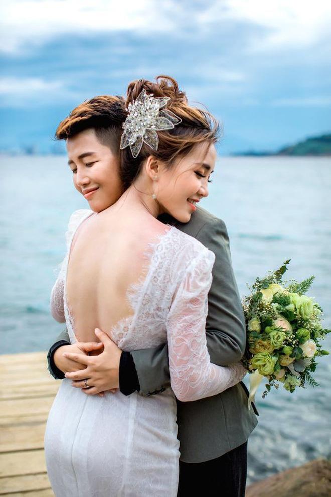 Khi gái đẹp yêu nhau: Hết tiếng sét ái tình giữa 2 hot girl nóng bỏng tới sẵn sàng cho một đám cưới trong mơ-13