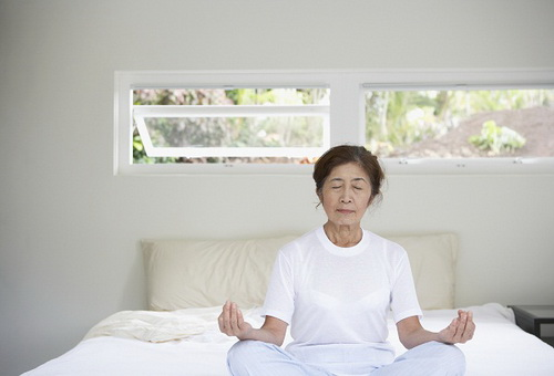 Cẩn thận khi người cao tuổi ngủ nhiều-1