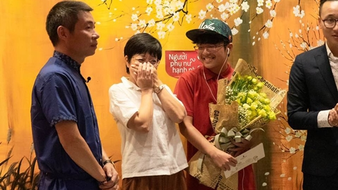 Dù đã ly hôn, Công Lý và con trai vẫn bí mật làm một điều bất ngờ khiến nước mắt của MC Thảo Vân cứ rơi mãi