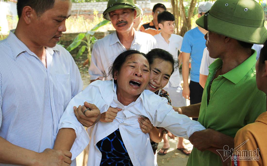 Người thân khóc ngất gọi tên chồng, con vụ chìm tàu ở Bạch Long Vĩ-3