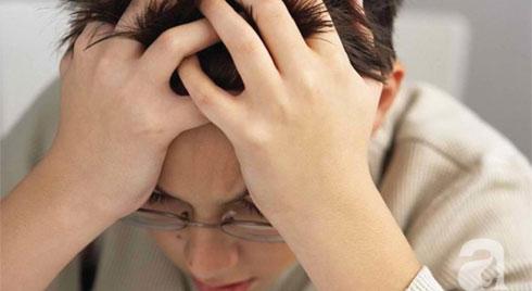 Cậu học sinh 15 tuổi bị xuất huyết não, sau khi chơi điện thoại di động đến đêm khuya