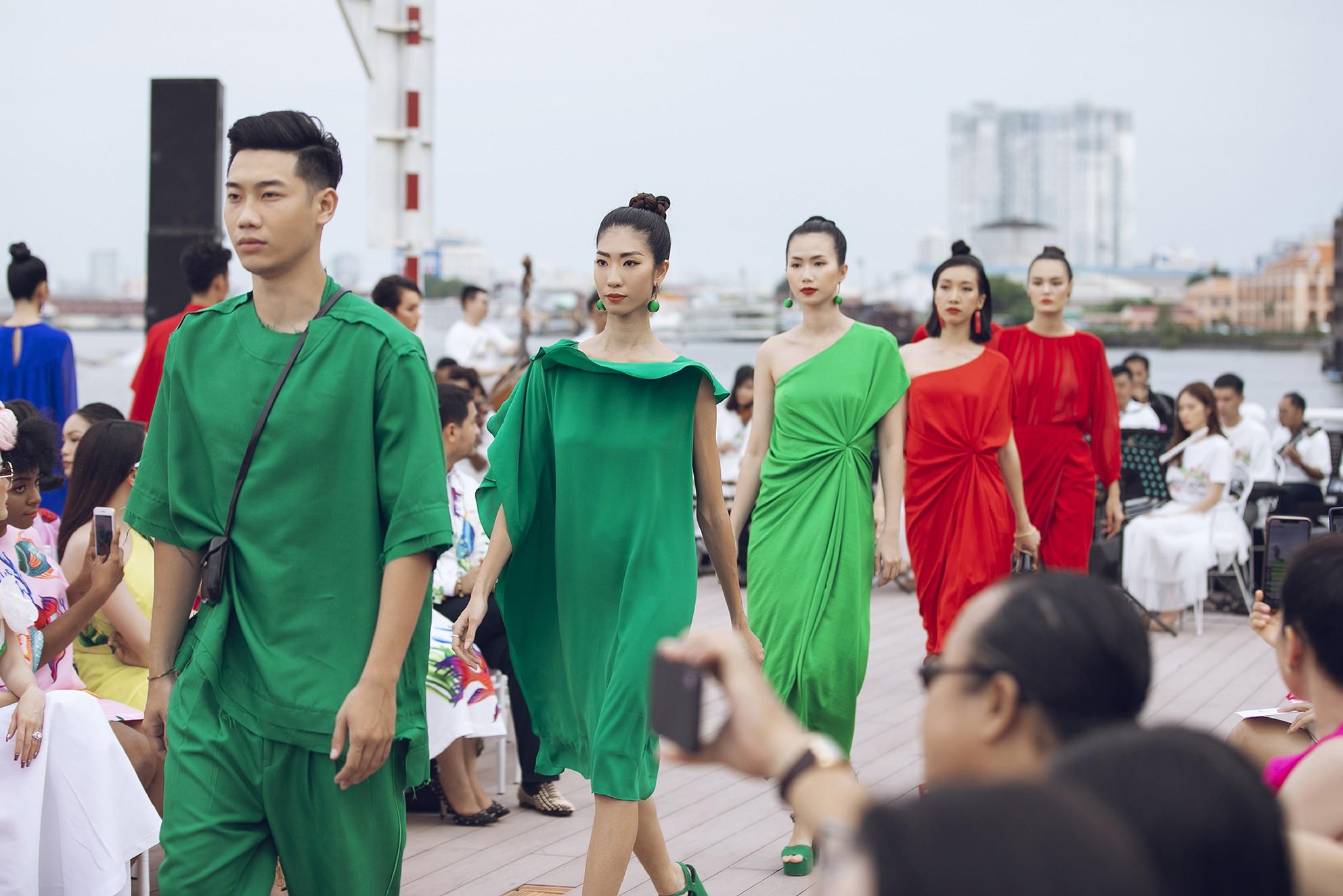 Võ Hoàng Yến, Thanh Hằng lãng du bồng bềnh với nắng gió biển khơi-4