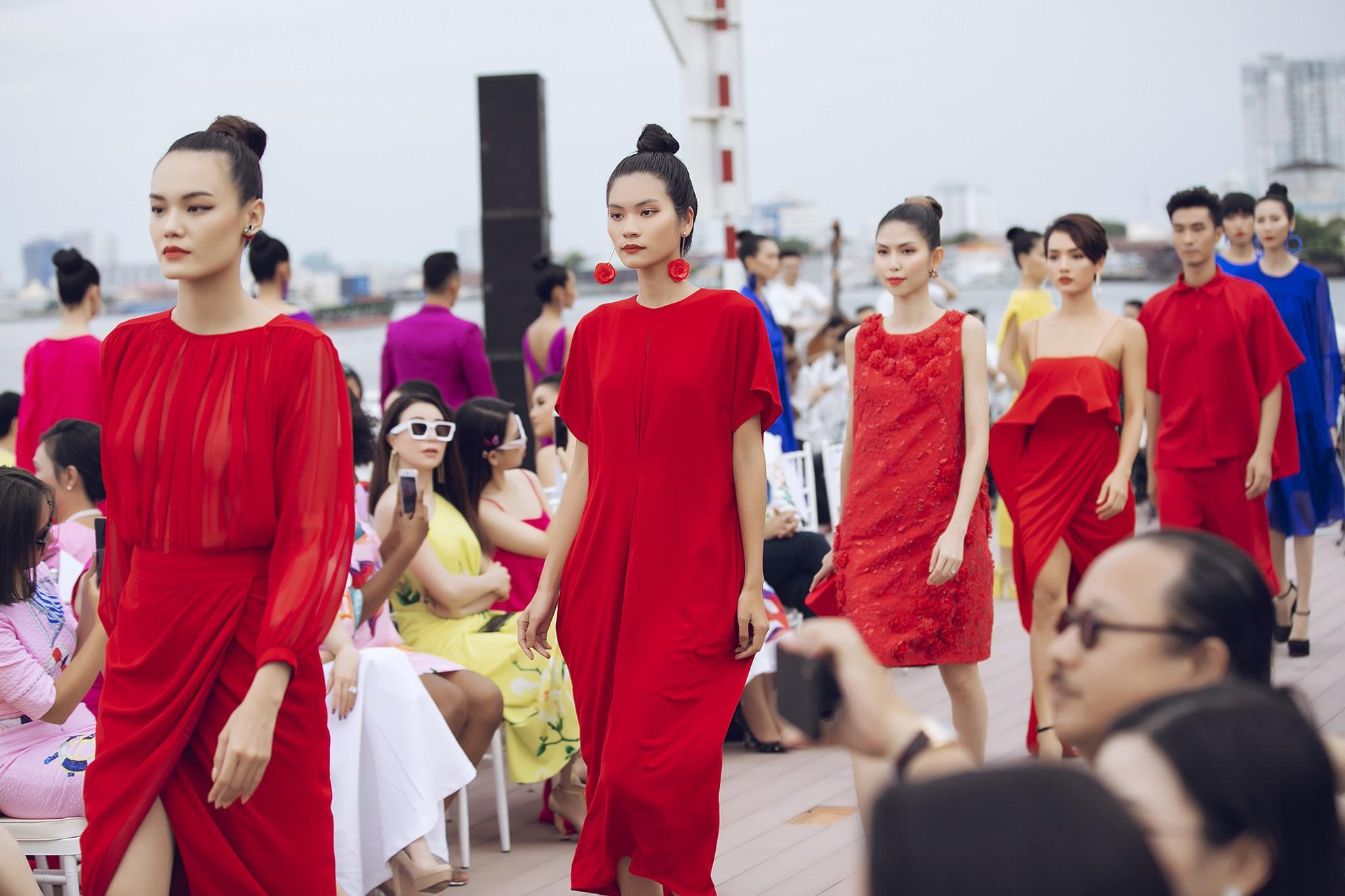 Võ Hoàng Yến, Thanh Hằng lãng du bồng bềnh với nắng gió biển khơi-5