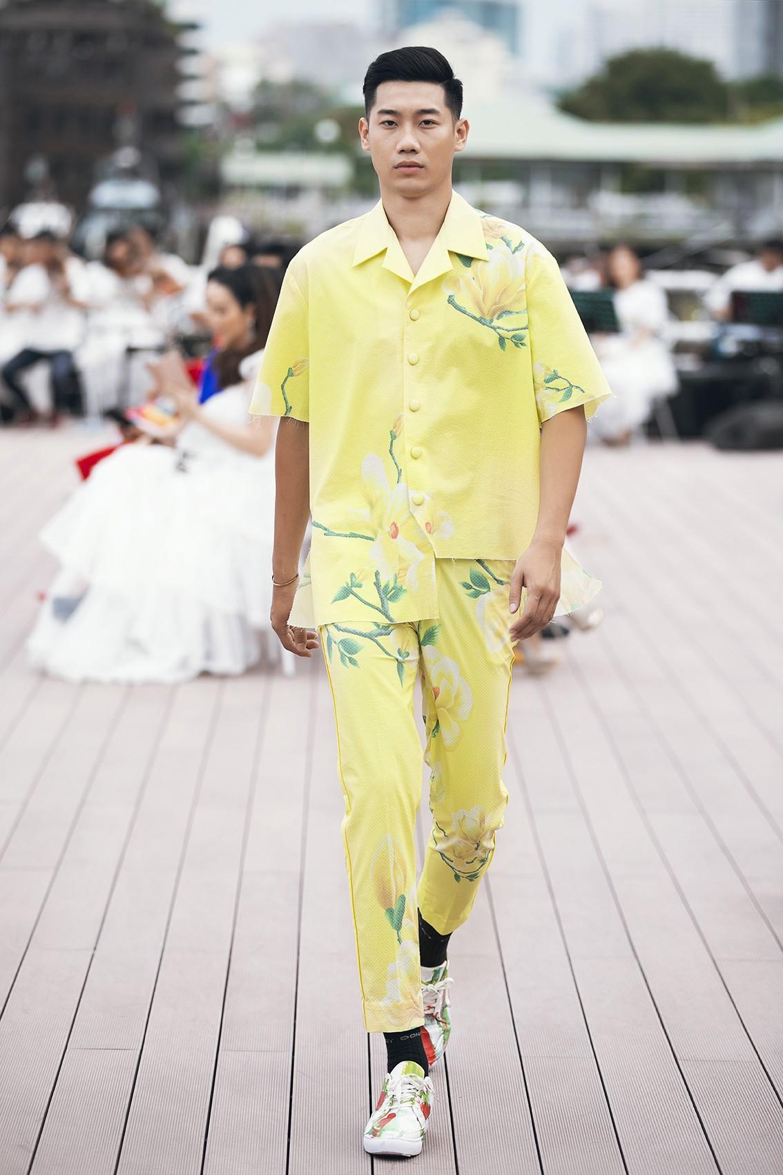Võ Hoàng Yến, Thanh Hằng lãng du bồng bềnh với nắng gió biển khơi-14