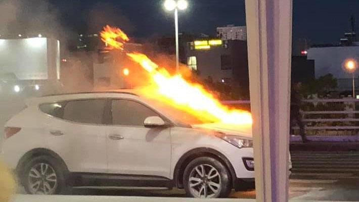 Ô tô hiệu Hyundai Santafe bất ngờ bốc cháy ở sân bay Đà Nẵng