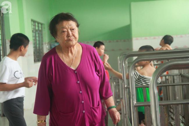 Ánh mắt cầu cứu của hơn 100 đứa trẻ tật nguyền, lớn lên bên bàn tay chăm sóc của người mẹ già 82 tuổi-3