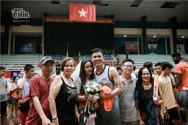 Phía sau đám cưới trên sân đấu là chuyện tình thi vị, nên duyên nhờ comment dạo của Đàm Huy Đại và vợ 9X-2