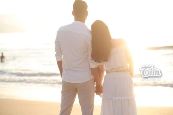 Phía sau đám cưới trên sân đấu là chuyện tình thi vị, nên duyên nhờ comment dạo của Đàm Huy Đại và vợ 9X-5