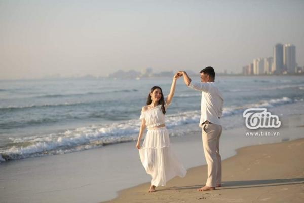 Phía sau đám cưới trên sân đấu là chuyện tình thi vị, nên duyên nhờ comment dạo của Đàm Huy Đại và vợ 9X-6
