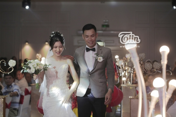 Phía sau đám cưới trên sân đấu là chuyện tình thi vị, nên duyên nhờ comment dạo của Đàm Huy Đại và vợ 9X-7