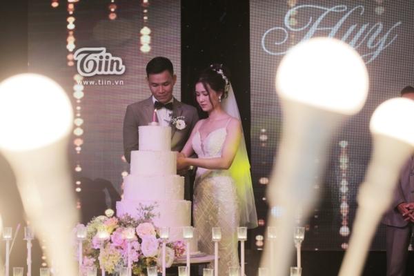 Phía sau đám cưới trên sân đấu là chuyện tình thi vị, nên duyên nhờ comment dạo của Đàm Huy Đại và vợ 9X-8