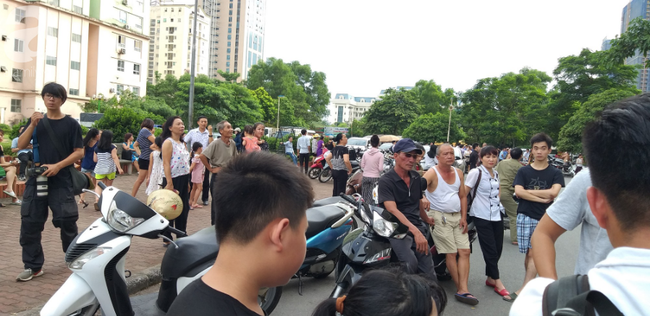 Hà Nội: Chung cư cao tầng bốc cháy dữ dội, hàng trăm cư dân tháo chạy hoảng loạn-7