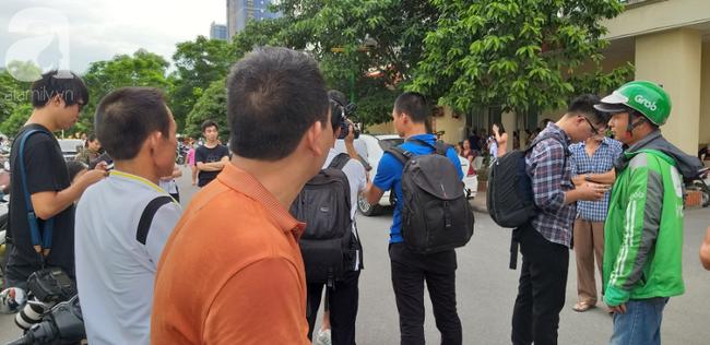 Hà Nội: Chung cư cao tầng bốc cháy dữ dội, hàng trăm cư dân tháo chạy hoảng loạn-1