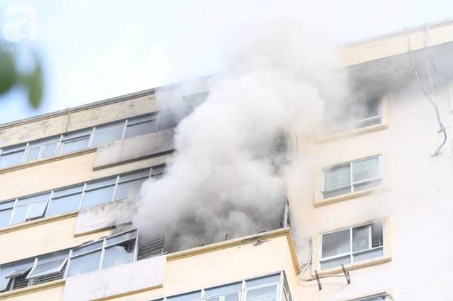 Hà Nội: Chung cư cao tầng bốc cháy dữ dội, hàng trăm cư dân tháo chạy hoảng loạn-11