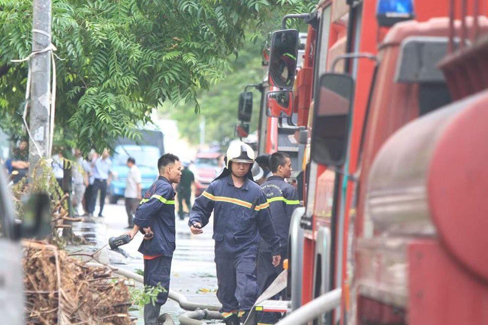Hà Nội: Chung cư cao tầng bốc cháy dữ dội, hàng trăm cư dân tháo chạy hoảng loạn-12