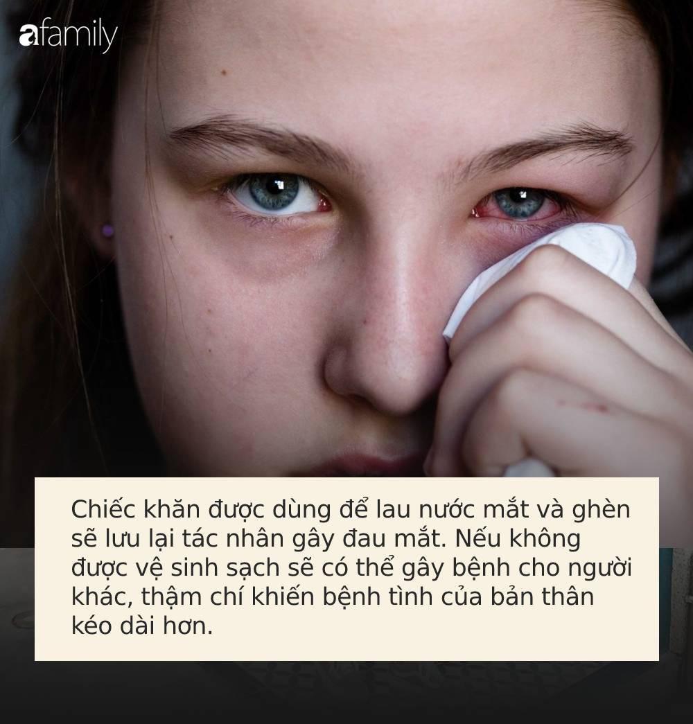 Đau mắt đỏ: Chớ dại làm 3 việc sau nếu không muốn bị loét giác mạc, mù vĩnh viễn-2